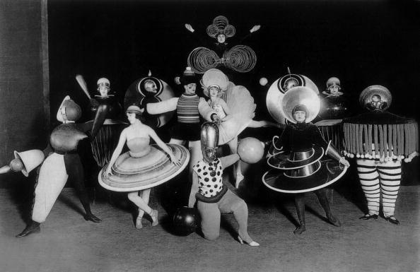 Costums by Oskar Schlemmer (Bauhaus) for Ballet triadique, at Metropol theater in Berlin, photo by Ernst Schneider, 1926