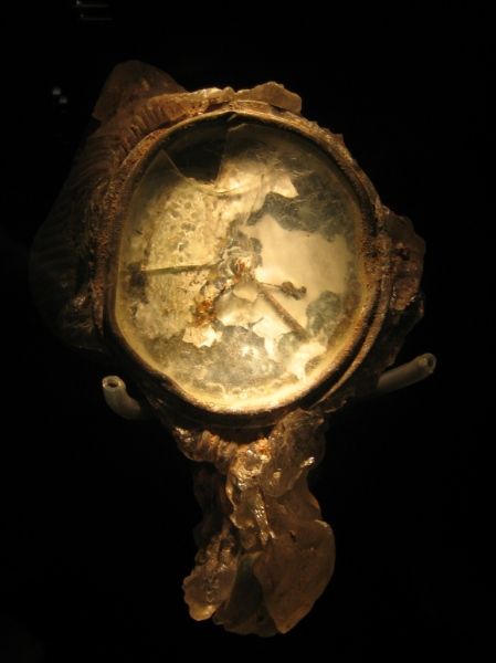 Japanese_clock_melted_by_WWII_nuclear_bomb