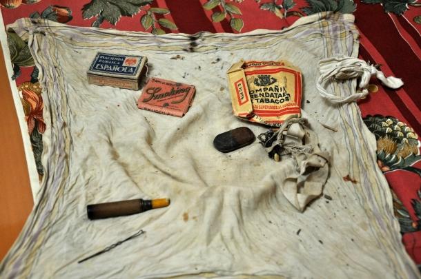 2. Pañuelo con las cosas que tenía Heliodoro Meneses el día de su fusilamiento. Colección particular de la familia Meneses.